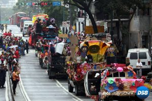 Coloridas carrozas recorrieron Caracas este martes de Carnaval