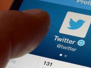 Twitter tendrá canal de noticias en asociación con Bloomberg