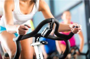 Mujer, cómo ejercitar y tonificar tu cuerpo en el gimnasio