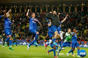 Higuaín y Dani Alves allanan el camino a Cardiff del Juventus
