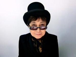 Yoko Ono invita a compartir historias de violencia