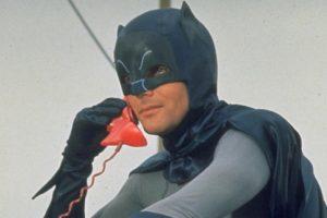Fallece a sus 88 años Adam West, el primer «Batman» de la televisión