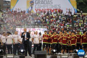 Unas 25.000 personas vitorearon en el estadio a «los Chamos» de Dudamel