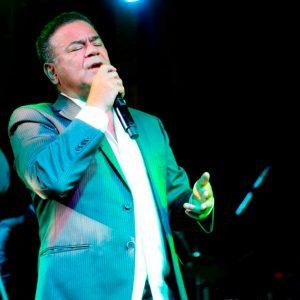 Iván Villazón avanza en la selección del repertorio musical para su nuevo álbum
