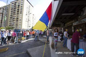 Centros de votación de plebiscito opositor operan al 100 % en Venezuela