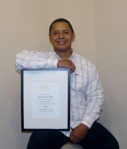Juan Castillo recibió reconocimiento de la Academia Latina de la Grabación