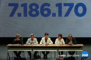 Un 98 % de votantes en plebiscito opositor rechaza constituyente de Maduro