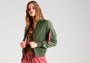 Lleva tu chaqueta verde oliva con estilo