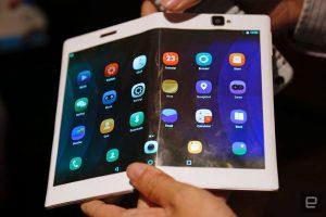 Lenovo Folio, la tableta que se dobla y se convierte en un celular