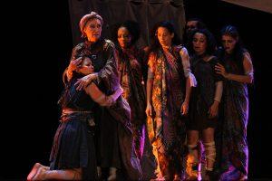 «Troyanas Nuestras», una pieza teatral que combina el teatro griego con el folclore venezolano, invade al Teatro Nacional
