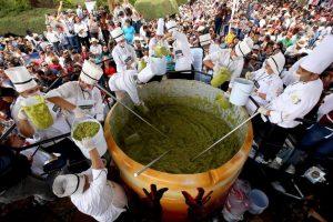 México «se come» su propio récord Guinness de preparación de Guacamole con tres toneladas