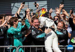 F1: Hamilton toma el mando tras exhibición de Mercedes en el templo de Ferrari