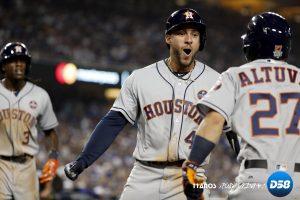 MLB: Springer hace de héroe al pegar cuadrangular decisivo y Astros empatan la serie