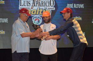 José Altuve recibió el Premio Luis Aparicio en homenaje de Maltín Polar