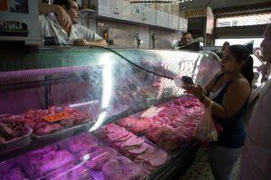 Explosión monetaria y caída productiva abocan a la hiperinflación a Venezuela