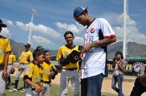 Empresas Polar brinda la oportunidad a jóvenes peloteros de jugar con grandeligas venezolanos