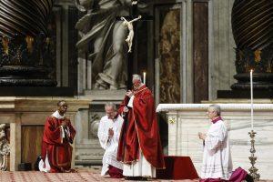El predicador papal avisa a jóvenes de la «deriva trágica» del amor posesivo