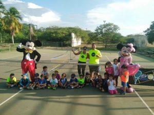 Orville Ochoa se convierte en el entrenador de tenis más destacado