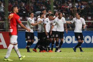 Jadson y Corinthians destrozan 7-2 a Lara y avanzan en la Copa Libertadores