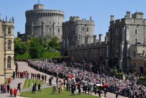 El príncipe Enrique y Meghan Markle pasean por Windsor en coche de caballos