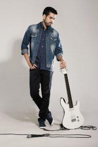 «Tienes algo» es el nuevo sencillo promocional de John Mora de su disco EP «Corriente»