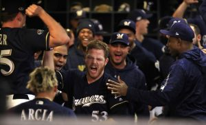 MLB: Cerveceros vencen 6×5 a Dodgers y se adelantan 1-0 en su serie