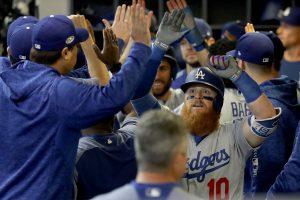 MLB: Dodgers ganan con jonrón de Turner y empatan la serie con Cerveceros