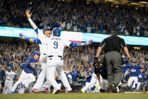 MLB: Hit de oro de Bellinger le da triunfo a Dodgers y empatan serie de campeonato 2-2