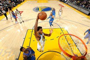 NBA: Curry y Durant celebran entrega de anillos con sufrida victoria
