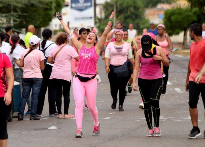Maracaibo se llenó de rosa con la decimoctava caminata de Famac - Noticias Digital58 - octubre 2020