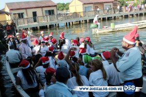 El Lago de Maracaibo se viste de Navidad con los duende de Santa en las Calles