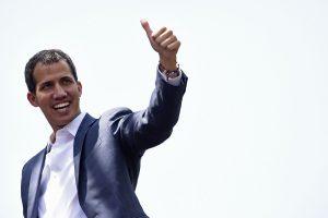 Juan Guaidó anuncia que llegará ayuda humanitaria a Venezuela por Colombia y Brasil