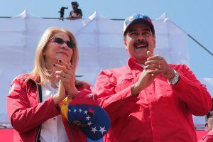 Nicolás Maduro jura defender a Venezuela como lo hizo Juan Guaidó