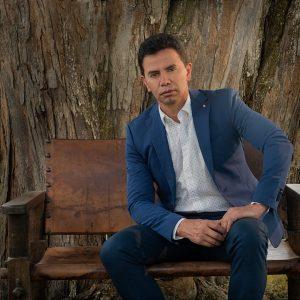 Jhonny Rivera retoma el mercado musical con «Te extraño»