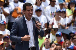 Guaidó anuncia apoyo de «valientes soldados» desde una base militar en Caracas