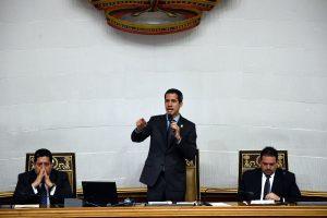Guaidó, bajo amenaza de arresto, promete intensificar presión contra Maduro