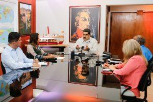 Maduro repondrá electrodomésticos dañados a través del «carnet de la patria»