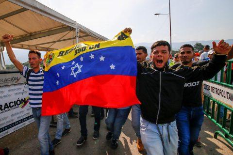 Militares exiliados se reúnen en frontera colombo-venezolana en apoyo Guaidó