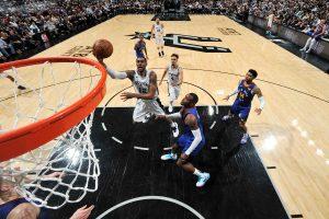 White guía la victoria de los Spurs 118-108 ante los Nuggets