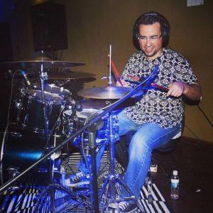 Un ingeniero convertido en el profesor de la percusión venezolana