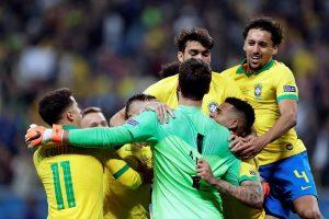 Brasil sobrevive a «Gatito» en los penaltis y pone rumbo a semifinales