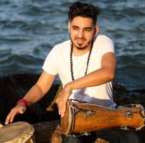 César Borjas se destaca como percusionista