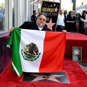 Mexicano Del Toro devela su estrella en Hollywood con mensaje a inmigrantes