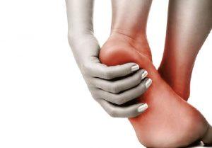Pies y piernas hinchados pueden ser signos de mala circulación