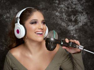 Kani Coy celebra 10 años de carrera con «Power Radio»