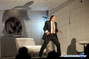 El actor Héctor Manrique vuelve a Maracaibo con «Sangre en el Diván»