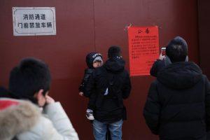 China cierra transportes, templos y parte de Gran Muralla; muertes por virus suben a 26