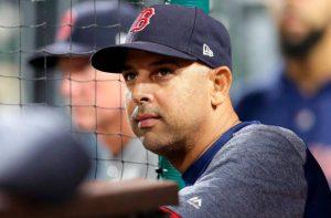 Boston despide a Alex Cora en medio de escándalo de robos de señas que estremece la MLB