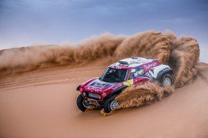Carlos Sainz repite victoria de etapa en el Dakar para afianzar su liderato en la general