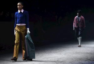Gucci cuestiona los estereotipos masculinos con su nueva colección en Milán
